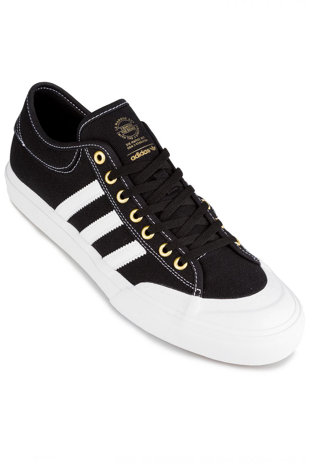 Uomo adidas Skateboarding Matchcourt core black white gold | Sneakers low top